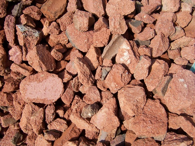 Pink Crushed Stone : Desiato sand and gravel